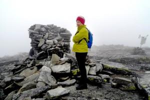 Annikki på Storsølnkletten i 2009. Denne dagen var det dessverre skyer, vind og ingen utsikt fra toppen.