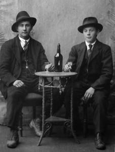Magnus Ingebrigtsvold og Ola E Øvergård, Jan Eriks bestefar.
