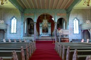 Os kirke, interiør med dekorasjonsmaling.