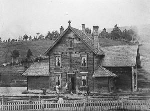 Alvdal stasjonsbygning, 1888-90. Fotograf ukjent. (Kilde: Bibits.no)
