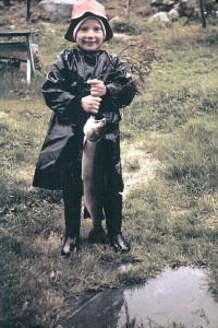 Jan Erik Øvergård med storfisk tatt av Ola Øvergård i Sætersjøosen.