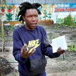 Lite ligner han på en gartner, men han brenner for å lære beboerne i sin township å dyrke økologisk.